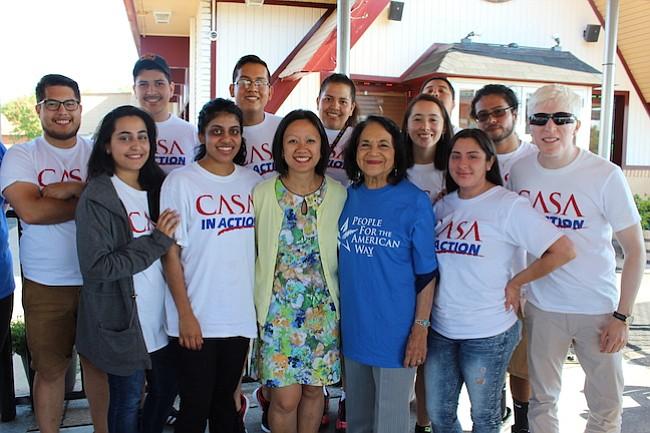 Dolores Huerta urge a votar en elecciones de Virginia