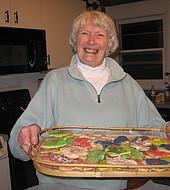 Anne McKinley lucha contra distintas condiciones médicas y hace cuatro años perdió a su marido. Estuvieron casados 59 años. Aun así, se mantiene positiva, activa con familiares y amigos. Adora hornear galletas y comerlas con sus nietos.