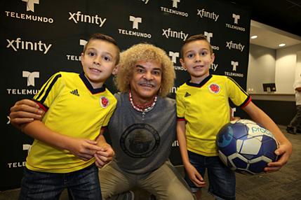 "Carlos ""Pibe"" Valderrama visitó a sus fans de Filadelfia"
