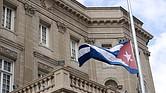 Dos diplomáticos cubanos han sido expulsados de la embajada en Washington en respuesta a los ataques contra 21 trabajadores de la embajada de EE.UU. en La Habana.
