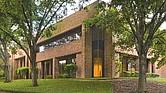 El Consulado General de México en Austin atiende ahora en el  5202 E. Ben White Blvd. #150 en Austin (TX 78741).