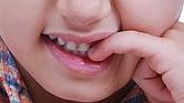 MORDERSE LAS UÑAS. Ante cualquier problema social o de conducta, es bueno llevar al niño o joven a un psicólogo.