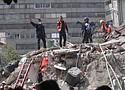 México se apresura a buscar sobevivientes entre los escombros