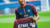 GANANCIAS. La directiva del Paris Saint-Germain ya cobra los beneficios del fichaje de Neymar. El jugador brasileño es un imán para el público francés.