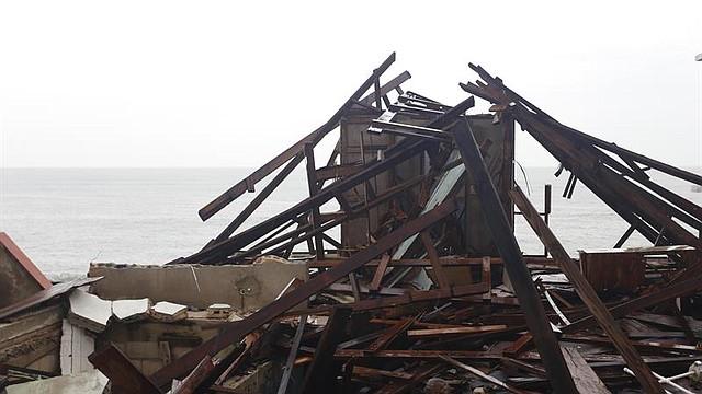 Puerto Rico sufre numerosos daños tras el paso del huracán María. Al menos una docena de personas fallecieron, ocho de las cuales se produjeron por ahogamiento en el municipio de Toa Baja (norte) después de la apertura de compuertas del embalse Lago La Plata.