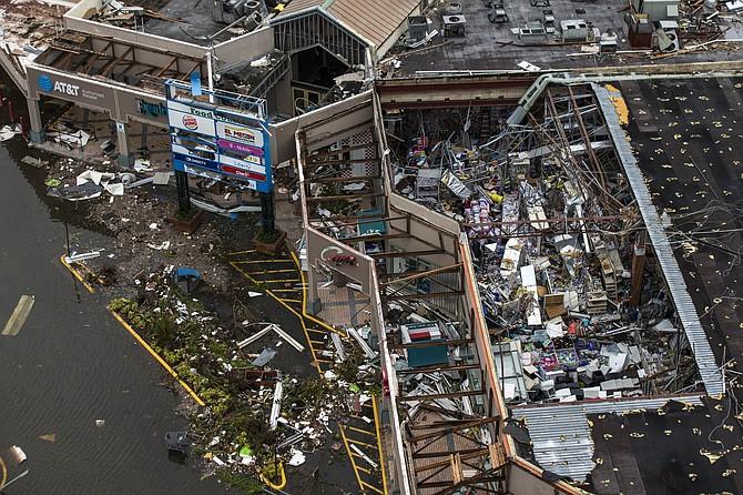 Vista aérea de la devastación en el Centro Comercial Palma Real de Humacao, un municipio en el lado este de Puerto Rico.