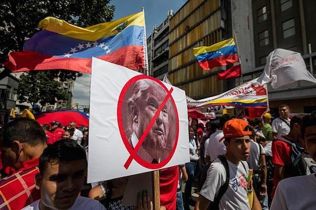 Trump incluye a funcionarios de cinco instituciones venezolanas en nuevo veto migratorio