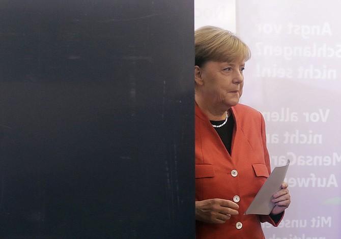 Merkel: Europa ya no puede esperar que EEUU le proteja de los conflictos