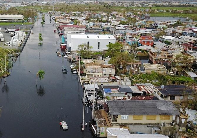 Ayuda llega a cuentagotas a Puerto Rico tras caos de María