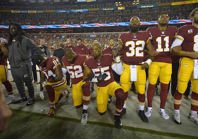 """Cuando los jugadores de la NFL protestan contra el racismo, algunos críticos solo ven """"atletas millonarios"""" quienes deben callar"""