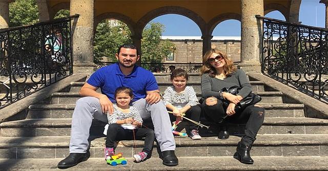Adrián González acompañado de su esposa Betsy y sus dos hijas. Lamentablemente, no podrá estar en los juegos de postemporada debido a su lesión. Foto-Cortesía: Facebook de Adrián González.