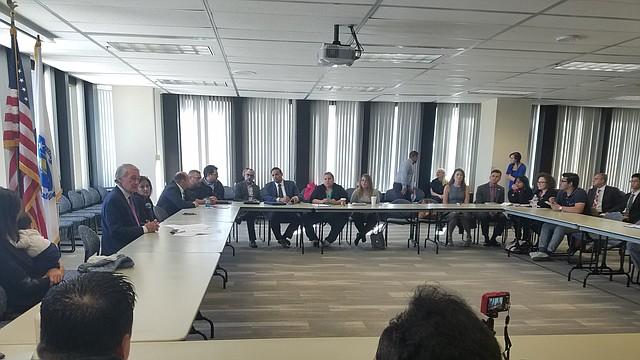 El senador Ed Markey se reunió con miembros de la comunidad puertorriqueña de Massachusetts para escuchar sus peticiones legislativas