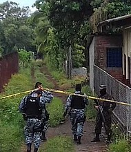 Escena de Policía asesinado en San Sebastian Salitrillo, en Santa Ana.