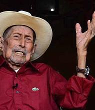 Don Pablo Maradiaga viajó en julio de este año a Nueva York para celebrar el cumpleaños con sus parientes. Estando en Estados Unidos se hizo famoso porque varios internacionales lo etiquetaron como el hombre más longevo del mundo.