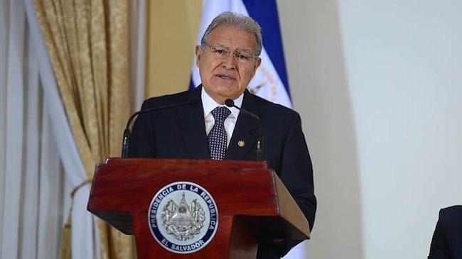 Salvadoreños califican con 4 al presidente Sánchez Cerén, según encuesta UTEC
