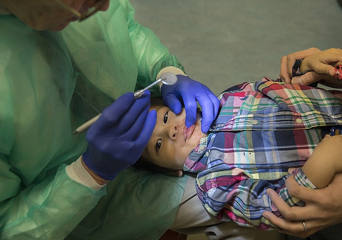 Por qué hay que llevar al bebé al dentista antes que cumpla el año