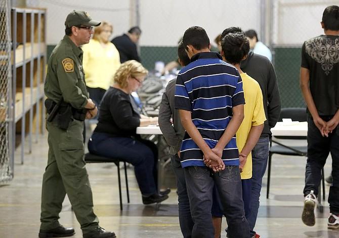 Más de cien jueces aceleran asilos o deportaciones en centros de detención