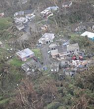 Fotografía cedida por la Guardia Nacional de Puerto Rico, que muestra una vista aérea de los daños en las viviendas en San Juan el 23 de septiembre de 2017, durante un reconocimiento aéreo después del paso del huracán María.