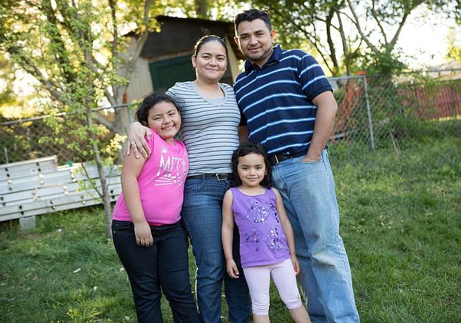 Ella no soporta la idea de dejar a sus hijas. Pero no quiere ser una criminal.
