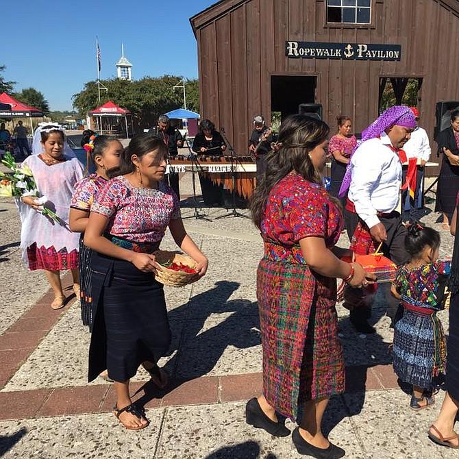 CULTURA. Danza tradicional maya de la sierra guatemalteca durante la edición 2016 del Festival del Río Anacostia.