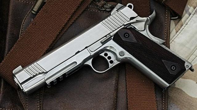Tras la reciente balacera ocurrida en un concierto efectuado en Las Vegas, de nuevo surge el debate sobre la falta de control de las armas de fuego, avivadas por la decisión de firmar la SB 620, por parte del gobernador Jerry Brown. Foto=Cortesía: BBC.com