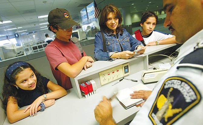 Buscan reducir la inmigración legal