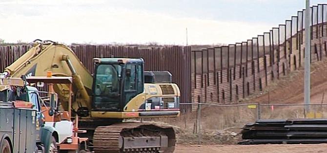 Comité del Congreso aprobó  10 mil millones para el muro
