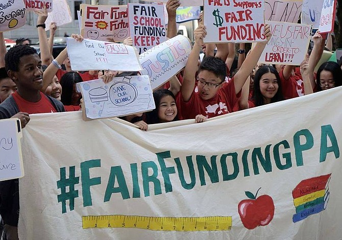 Defensores de la educación celebran fallo a favor de un justo financiamiento escolar