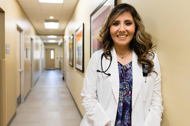 La doctora Olga Meave es residente de tercer año del Rio Bravo Family Medicine Residency Program, operado por la Clínica Sierra Vista en Bakersfield, California. El programa funciona principalmente en comunidades rurales o desatendidas, en donde la escasez de médicos de atención primaria es desesperante.