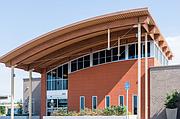 La Clínica Sierra Vista, una cadena de más de 30 clínicas mayormente ubicadas en el Valle Central, opera el Rio Bravo Family Medicine Residency Program.