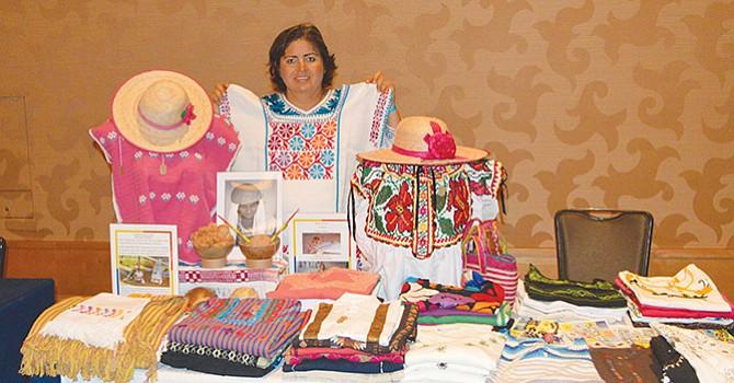 Judith Nevárez Robles, estuvo presente en el escaparate de Celebrando Latinas y ahora podrá presentar la artesanía elaborada por indígenas oaxaqueños en el Centro de Capacitación de Recursos Humanos. Foto-Archivo: Horacio Rentería/El Latino San Diego..