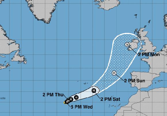 El huracán Ofelia sube a categoría 2 rumbo a Europa, aunque apenas se mueve