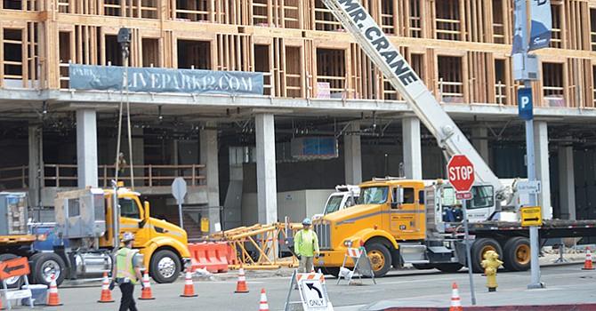 Pese al alza de precios, continúa la construcción de viviendas verticales en las principales ciudades del condado de San Diego. Foto: Horacio Rentería/El Latino San Diego.