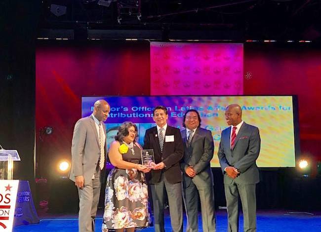 Alcaldía de DC reconoce a dirigentes latinos