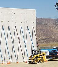 Repudian dirigentes que Trump amenace con dejar sin protección a los dreamers si no se financia su muro en la frontera. Aspecto de un prototipo del Muro que se levanta en Otay Mesa.Foto de Manuel Ocaño
