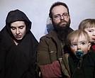 En esta imagen de 2016 se ven a dos de los tres niños que nacieron durante el secuestro