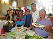 JUNTOS. Madres y personal docente de la Escuela San Miguel,  en la Iglesia St. Michael de Silver Spring en celebración del Mes de la herencia Hispana el 6 de octubre.