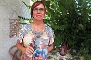 Janis Sherwood perdió a su hijo a causa del ALD en 2003. Dice que siente la necesidad urgente de educar a médicos, familias y a otros sobre este raro trastorno cerebral. Sherwood se ha vuelto una defensora de las pruebas genéticas a recién nacidos.