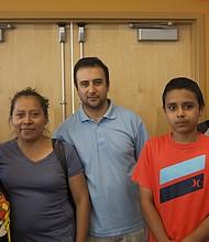 Una familia de Sociedad Latina. La organización estará ayudando a las familias boricuas que lleguen a Boston.