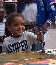Sociedad Latina realiza programas durante todo el año dándoles a los más pequeños actividades positivas como talleres de arte y otras actividades.