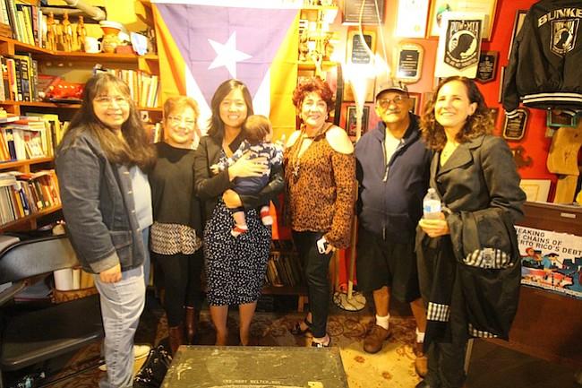 La comunidad se une por Puerto Rico en Jamaica Plain