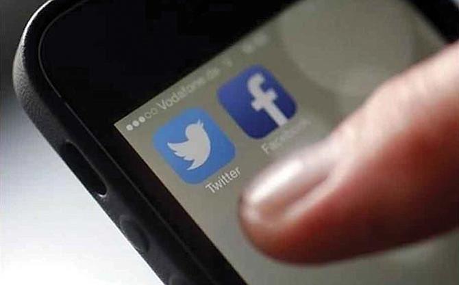 Todas las agencias dependientes del Departamento de Seguridad Nacional  ya revisan las redes sociales de viajeros e inmigrantes en el país