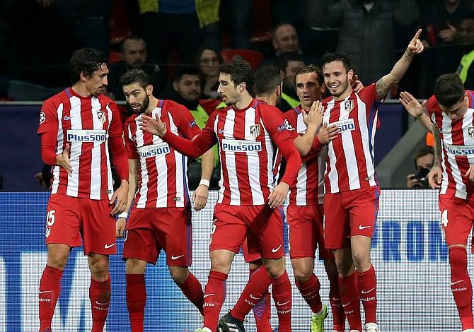 Atlético agrava sus dudas, mientras Barça, PSG y United agrandan su pleno