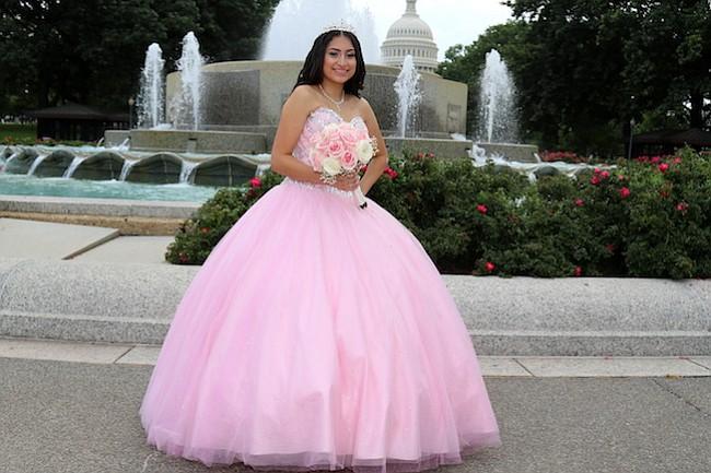 QUINCEAÑERA. Emily Reyes durante la sesión de fotografías el 16 de septiembre de 2017 en los alrededores del Congreso de Estados Unidos en Washington, DC.