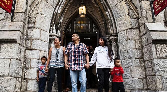 Javier  es un padre inmigrante que  buscó santuario en una iglesia de Filadelfia, y su historia llegó a los titulares de los periódicos nacionales.