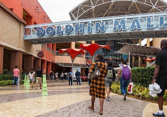 Acusado de atentar en centro comercial de Miami se presenta ante juez