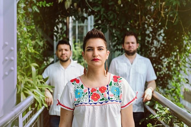 """Banda Elena y Los Fulanos de Washington, DC lanza nuevo album bilingüe, """"Volcán"""""""