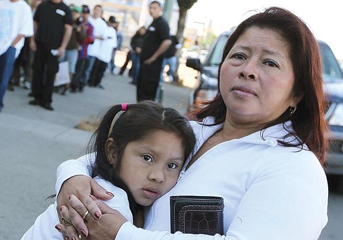Doble amenaza para miles  de familias inmigrantes