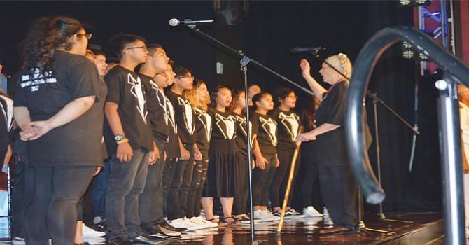 Un grupo coral interpretó el himno nacional. Foto: Horacio Rentería/El Lattino.