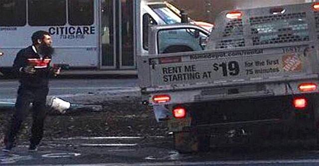 """Video exhibido en redes sociales en el que se observaría al presunto responsable del ataque ocurrido en el centro de La Gran Manzana, en Nueva York, y calificado por las autoridades, como """"un ataque terrorista"""". Foto-Cortesía: India.com"""